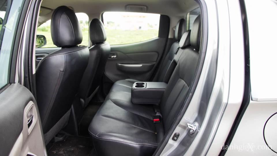 Hàng ghế sau xe bán tải nào rộng nhất?