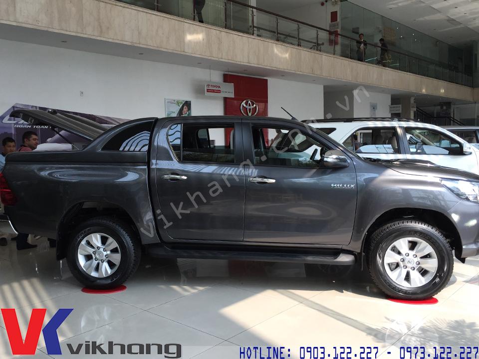 Giá Xe Toyota Hilux và Một Số Mẫu Nắp Thùng Thịnh Hành