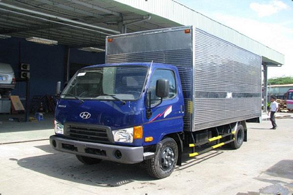 Có nên mua xe tải chở hàng thuê?