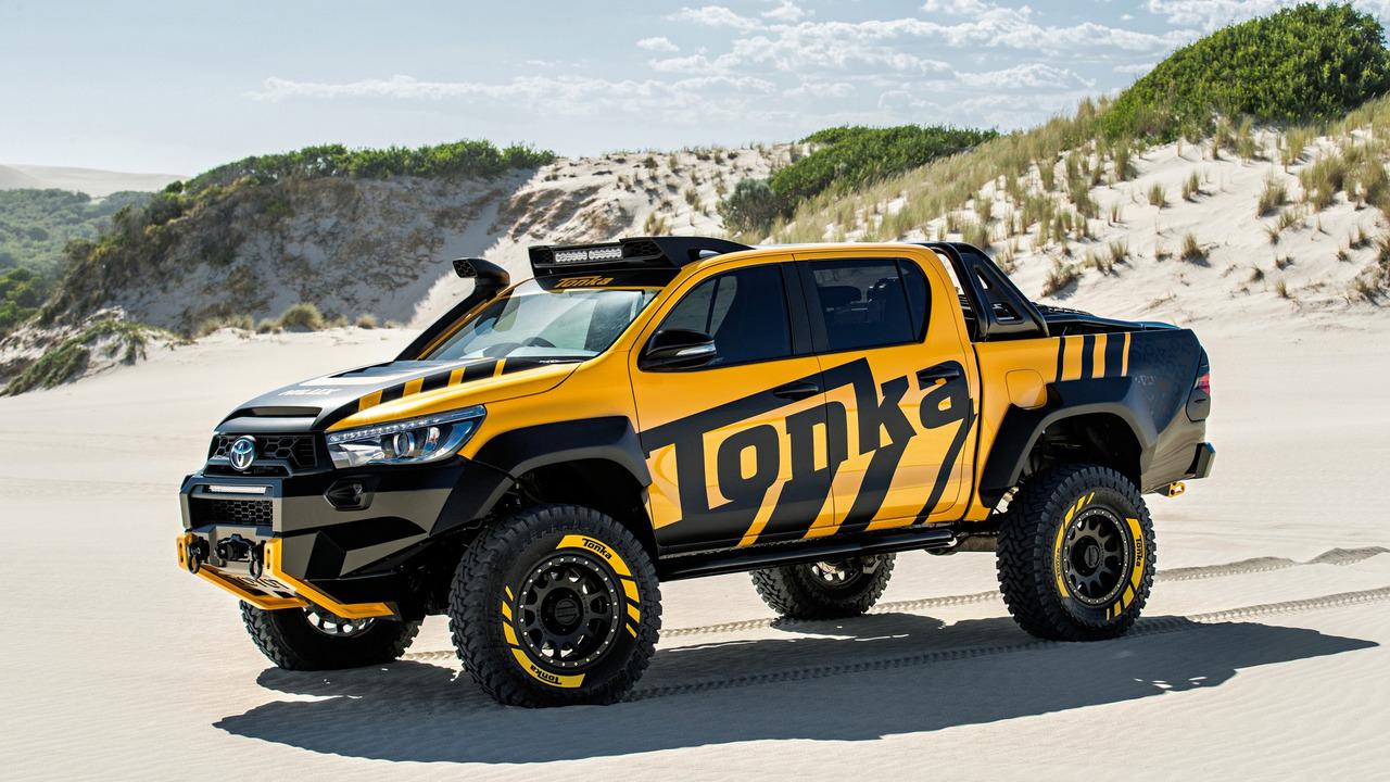 Lý Do Quý Khách Chọn Mua Xe và Nắp Thùng Toyota Hilux