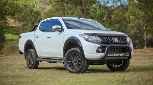 Mẫu Triton Đang Khởi Sắc Thì Toyota Hilux Đang Có Chiều Hướng Đi Xuống